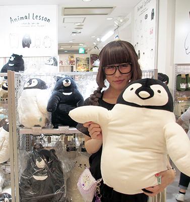 N-SPOT 飯田店長とおすすめアイテムの「もっちり抱きまくら(ぺんぎん)」