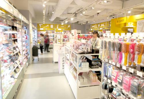 池袋サンシャインシティロフト_化粧品コーナー