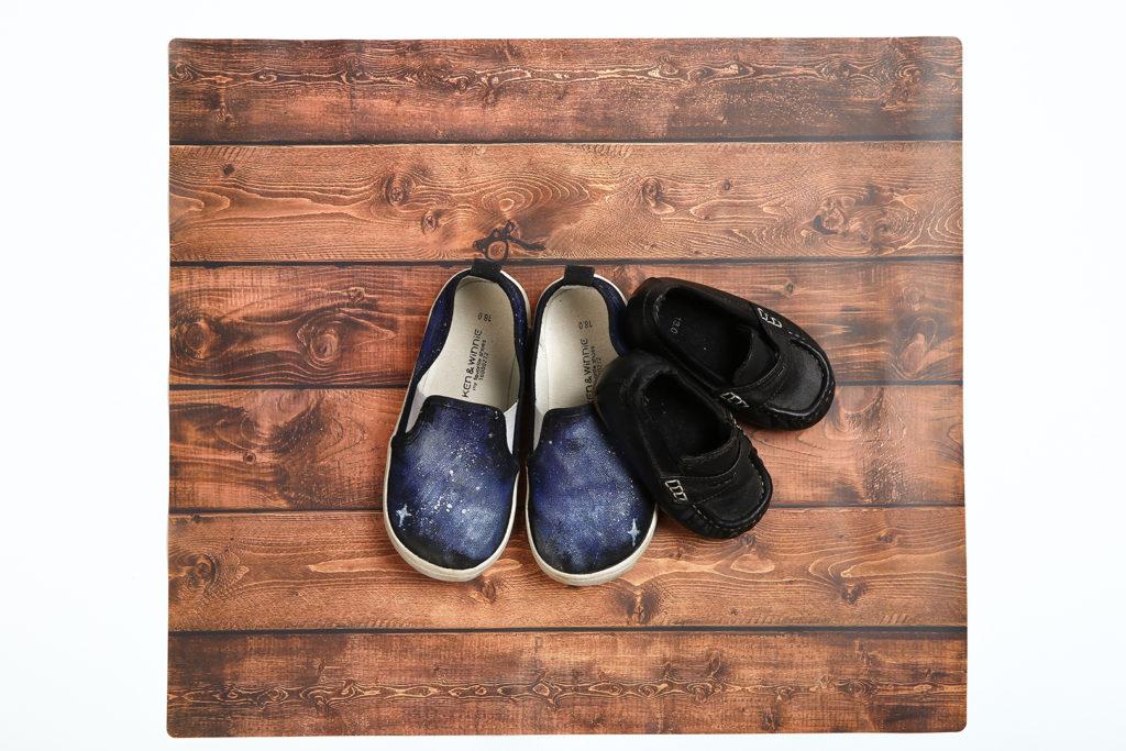 フォトジェニマット_ウッドテーブル靴
