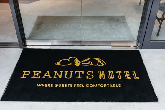 ピーナッツホテル入口